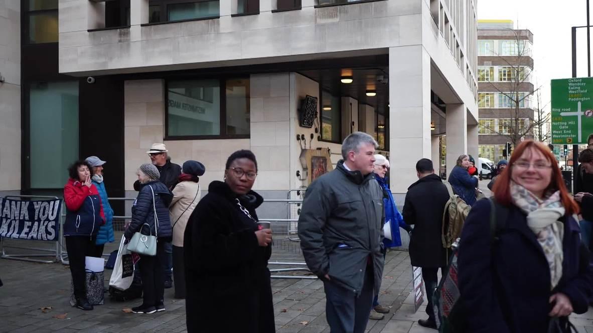 UK: Pro-Assange activists gather outside London court during hearing