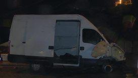 España: Una furgoneta con 52 migrantes entra en Ceuta tras romper la valla a gran velocidad
