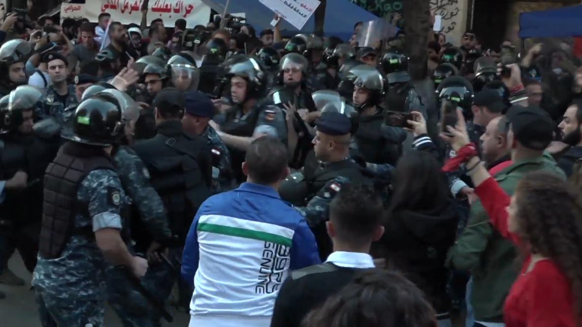 Lebanon: Scuffles break out as protesters block parliament building