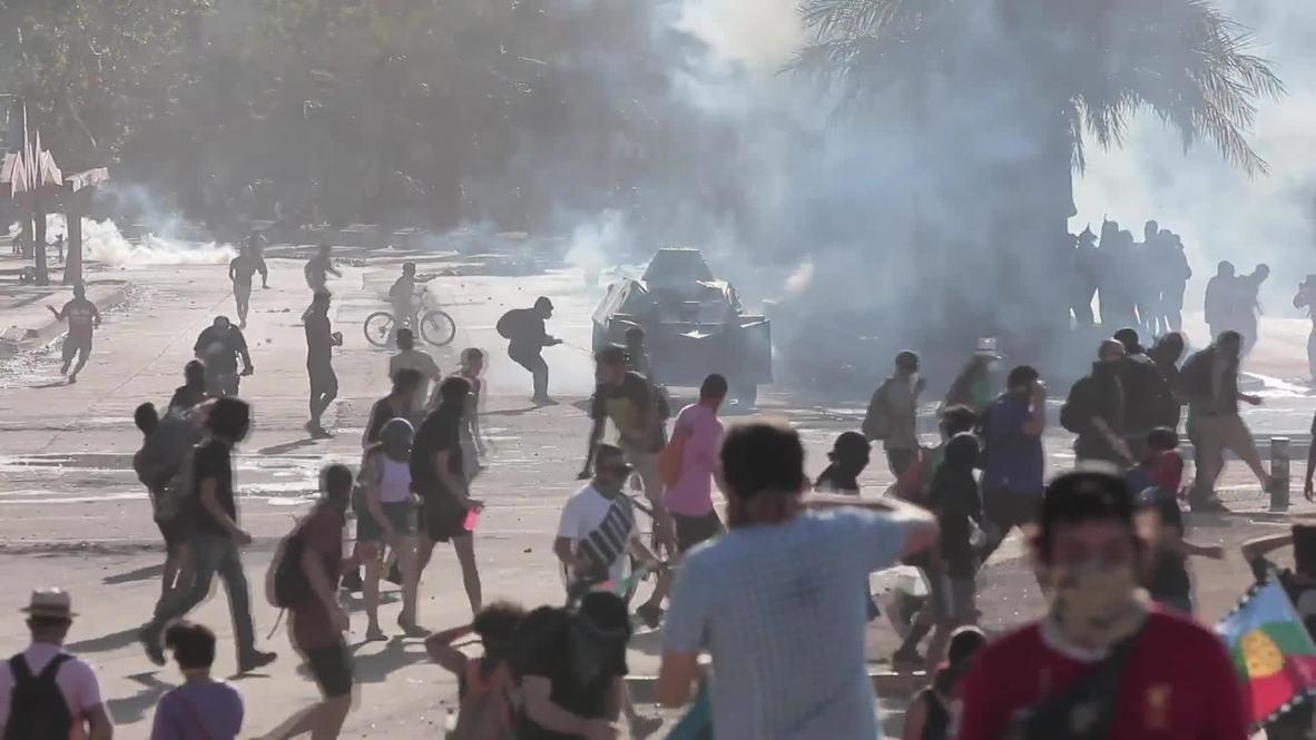 Chile: Violentos enfrentamientos mientras protestas contra el Gobierno entran en su segundo mes