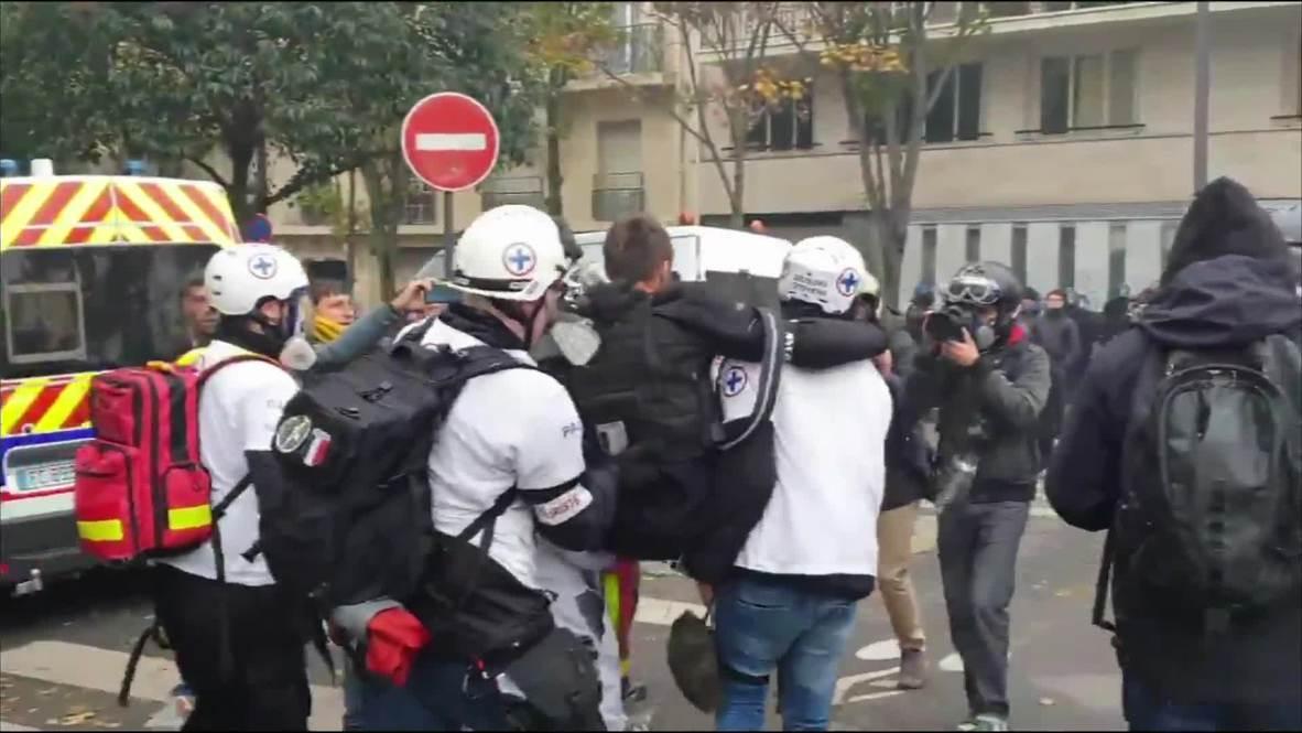 """فرنسا: إصابة صحفي خلال احتجاجات """"السترات الصفراء في باريس  *حصري*"""