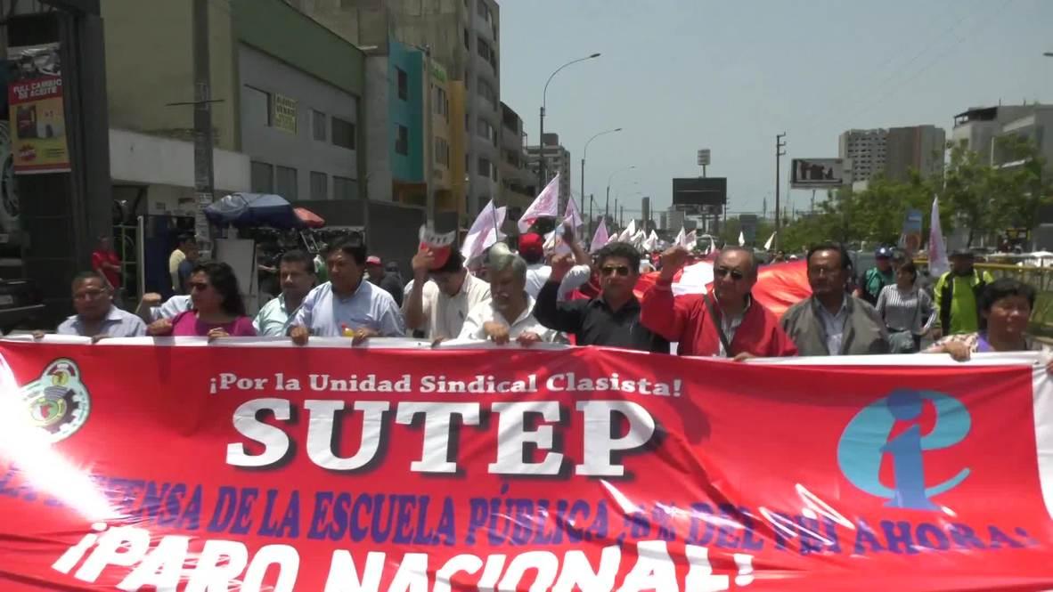 Perú: Cientos de maestros protestan por el bajo presupuesto asignado a educación