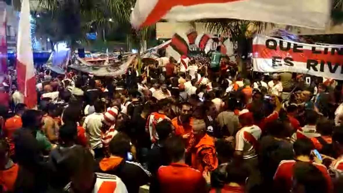 Decenas de miles de hinchas del River toman Lima antes de la final de la Libertadores