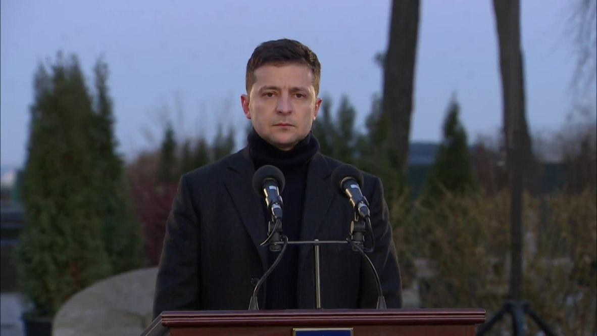 """Украина: """"Не сможем это забыть"""" - Зеленский выступил на церемонии памяти жертв Голодомора"""