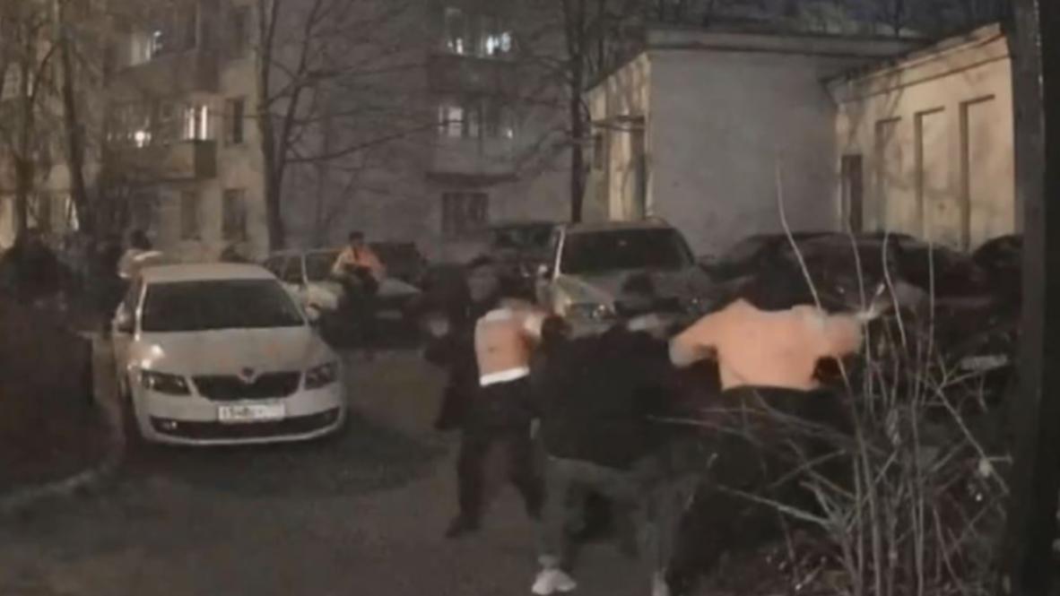 Россия: Дворники устроили драку в центре Москвы после любительского матча