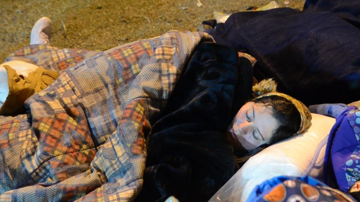 ألبانيا: الناجون من الزلزال المميت يقضون ليلتهم الأولى في خيام باستاد دوريس
