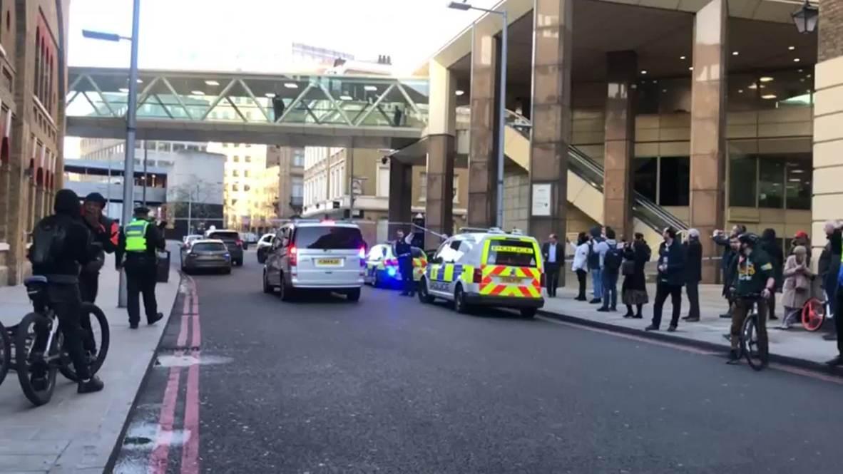 Reino Unido: Civiles evacuados del área tras el ataque en el puente de Londres