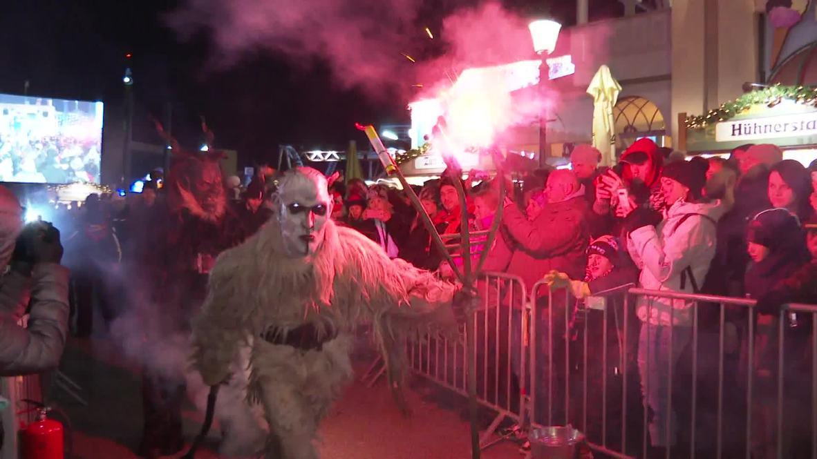 Los demonios navideños 'Krampus' recorren Viena en esta antigua tradición
