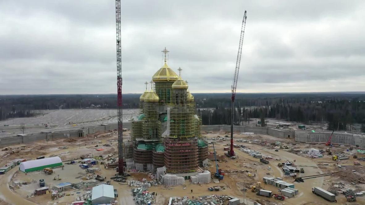 Россия: На главном храме ВС РФ установили все купола и кресты