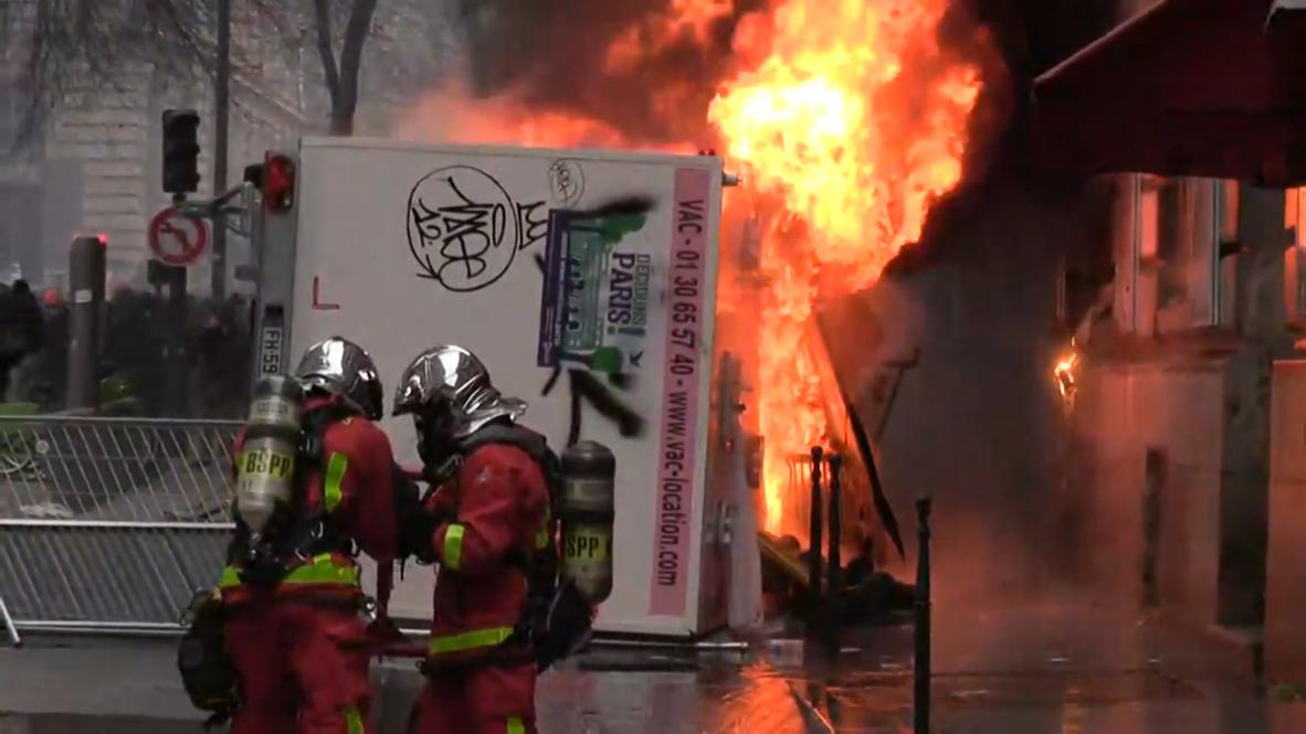 Francia: Fuego y disturbios en París durante huelga general contra la reforma de las pensiones