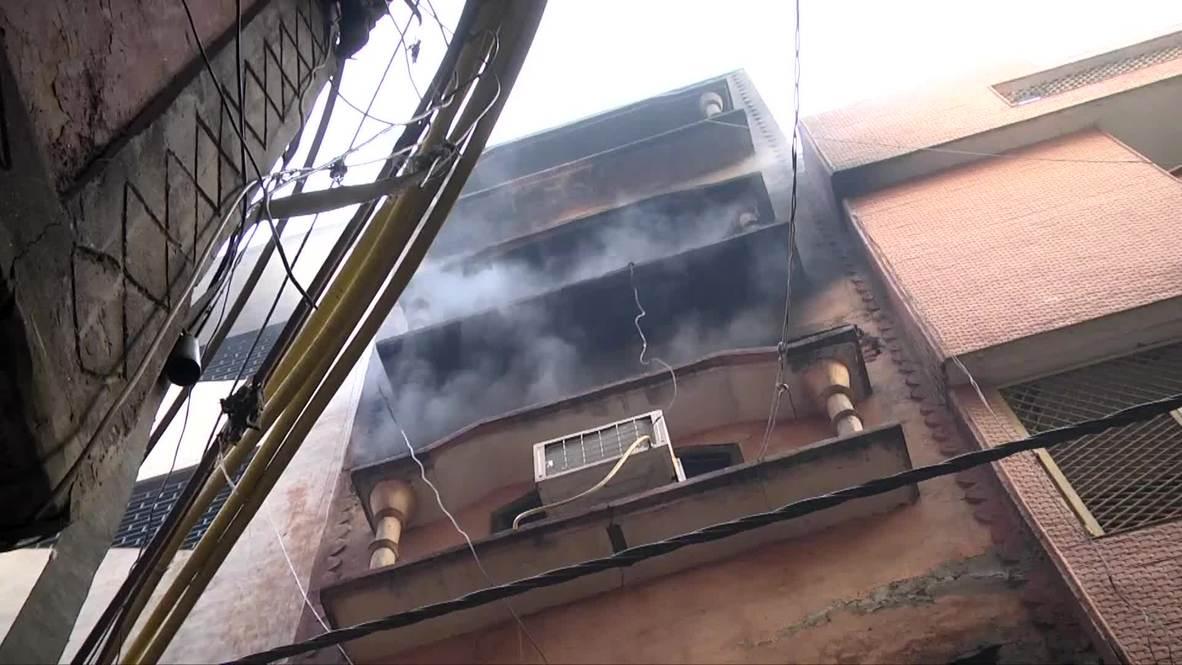 India: Vecinos de fábrica siniestrada durante mortal incendio en Nueva Delhi critican a autoridades