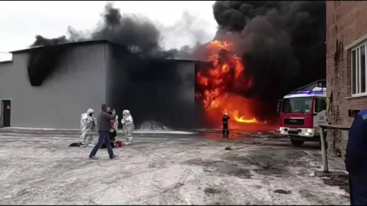 Россия: В Екатеринбурге горит цех завода лакокрасочных изделий