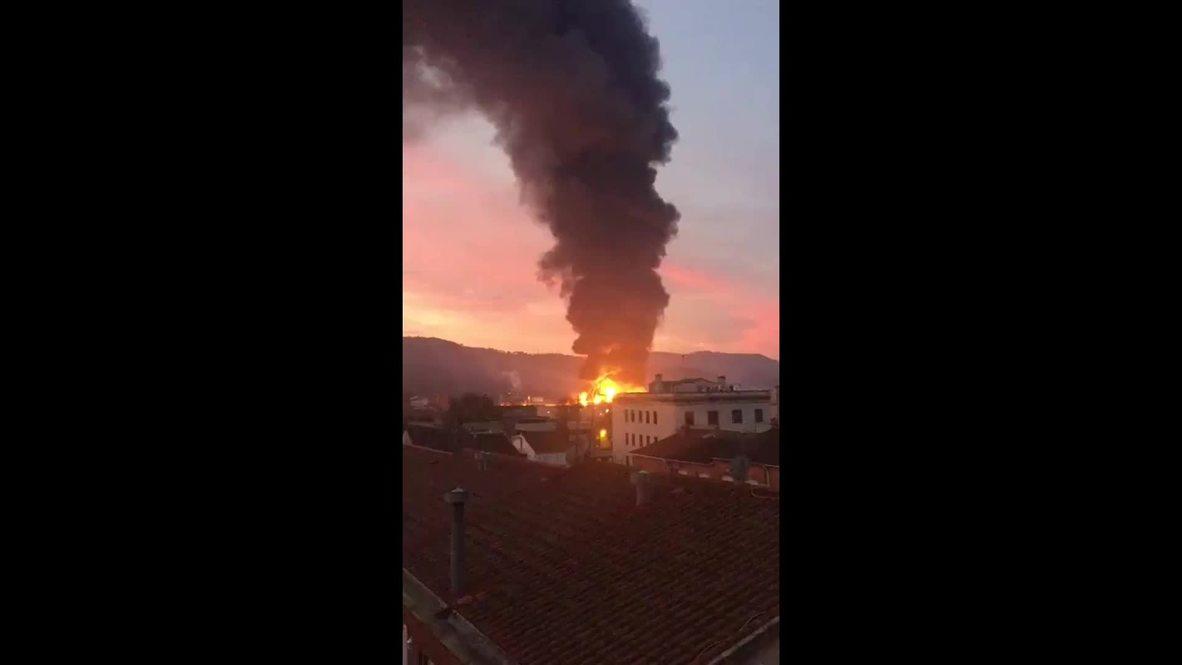 España: Activan plan de emergencia química por un gran incendio en una planta de reciclaje en Barcelona
