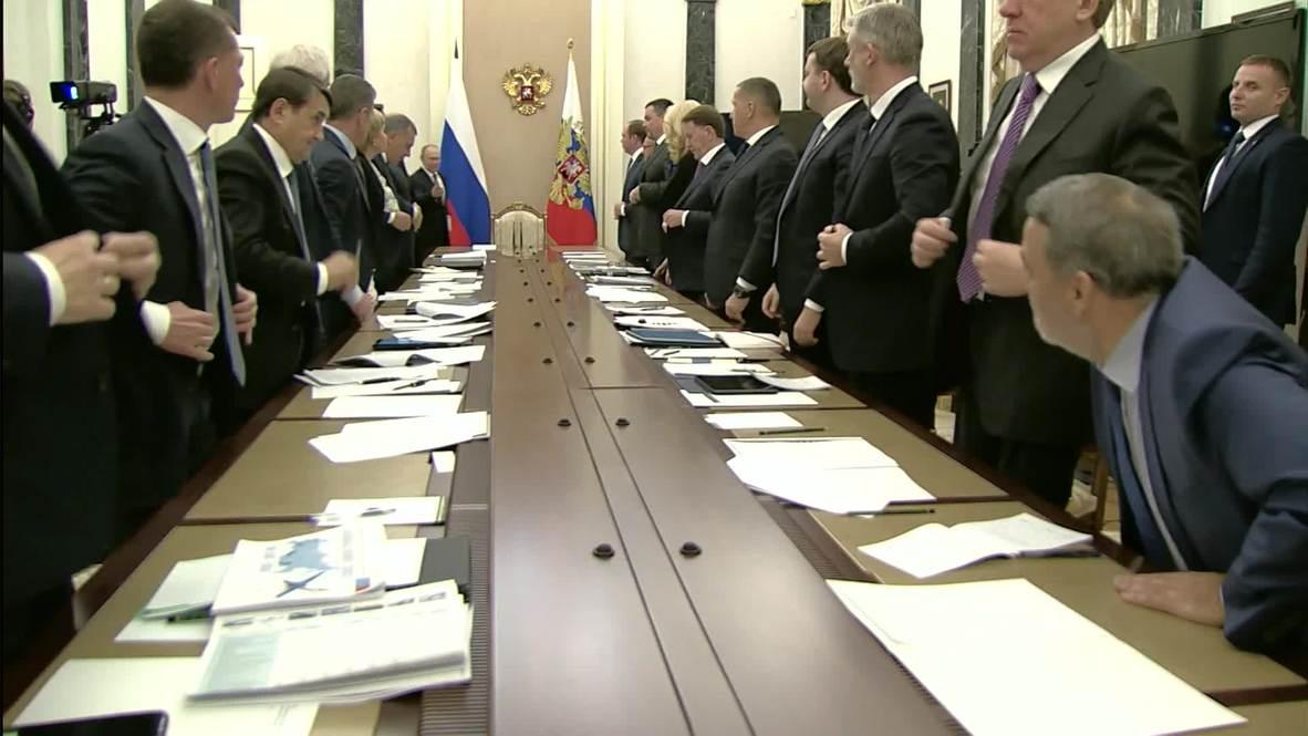 Россия: Путин обсудил переход на электронные трудовые книжки с членами Правительства