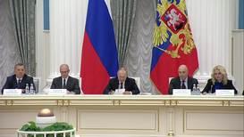 """Россия: """"Наши оппоненты то ли читать, то ли писать не умеют"""" – Путин о попытках исказить правду о ВОВ"""