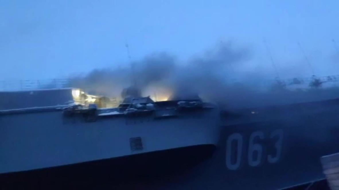 """Россия: Шесть человек пострадали при пожаре на крейсере """"Адмирал Кузнецов"""" - экстренные службы"""