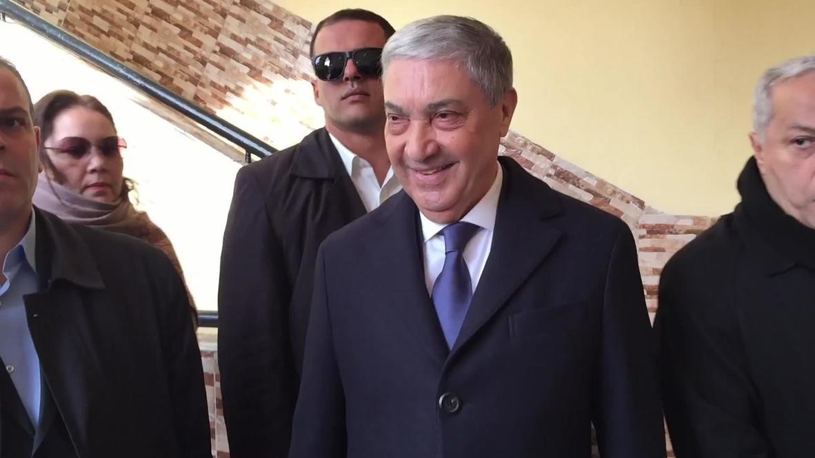 الجزائر: المرشح الرئاسي علي بن فليس يدلي بصوته في الانتخابات وسط تواصل الاحتجاجات