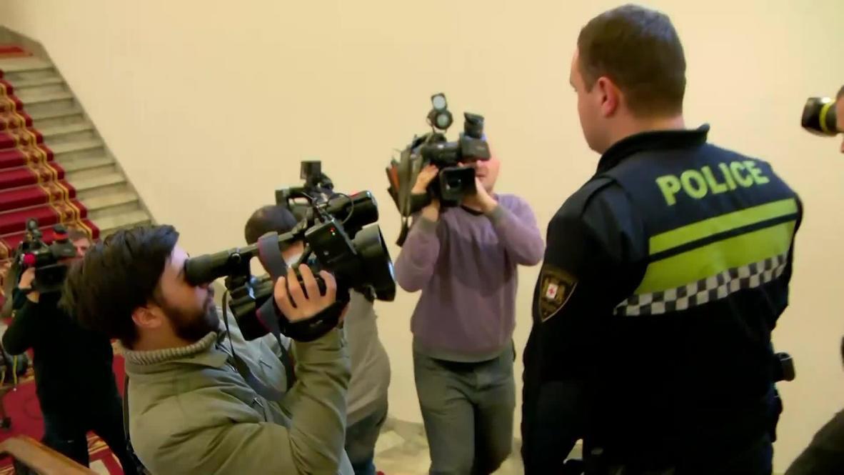 Во время заседания парламента Грузии в зале разлили едкое вещество, возбуждено уголовное дело – МВД