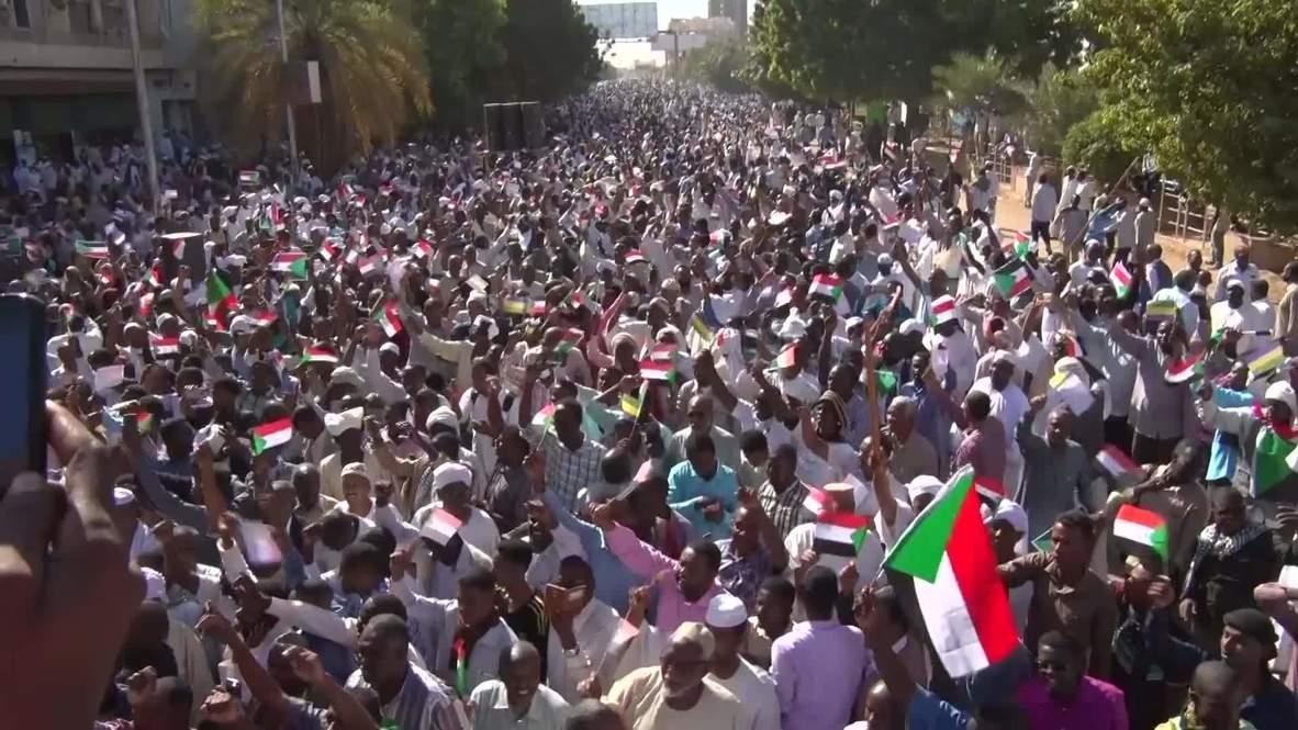 Sudán: Miles de personas protestan contra el nuevo Gobierno en Jartum