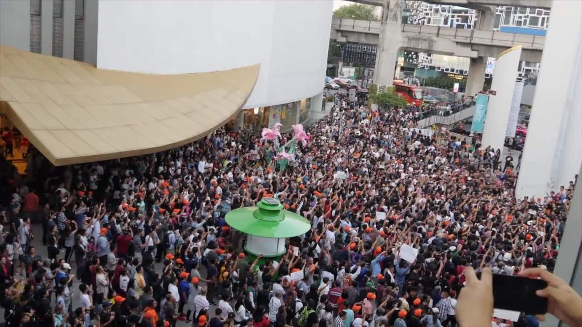Tailandia: Manifestantes protestan en Bangkok tras la ilegalización de un partido de las oposición