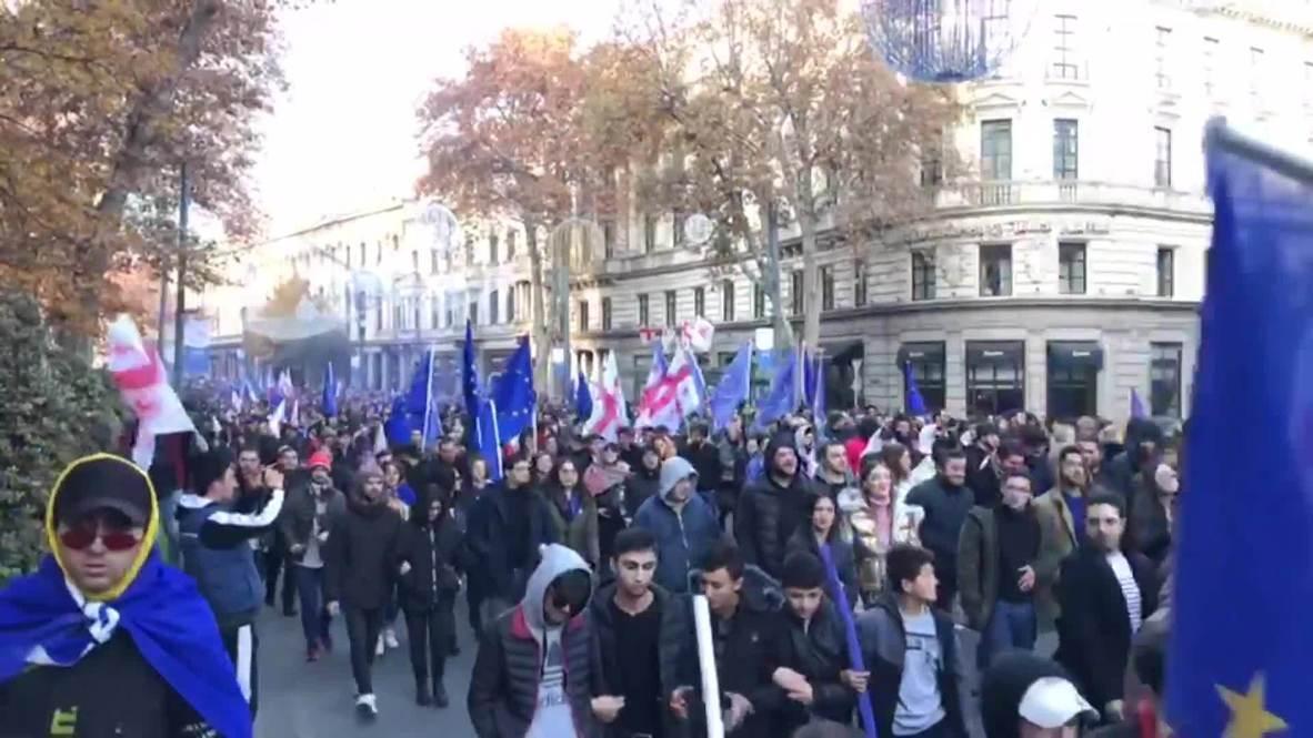Грузия: Тысячи людей собрались на митинг правящей партии