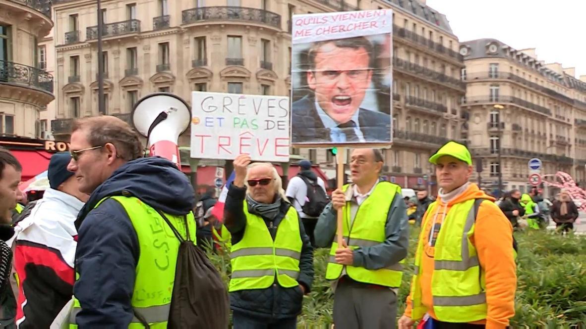 """Francia: """"Chalecos amarillos"""" protestan contra reforma al sistema de pensiones"""