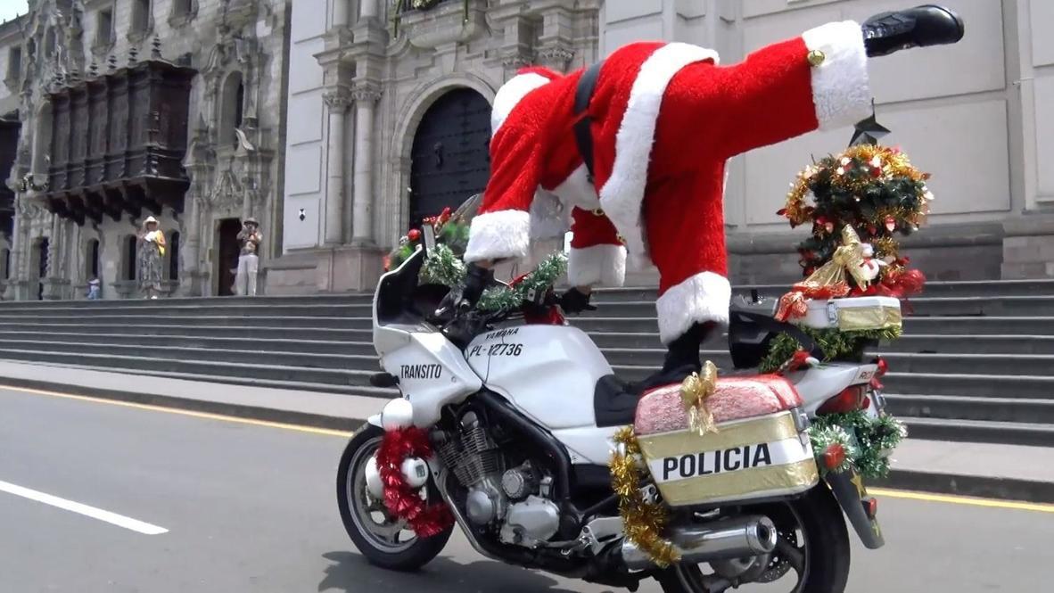 """Perú: Policía limeña deslumbra con las habilidades sobre las dos ruedas de su """"Escuadrón Navideño"""""""