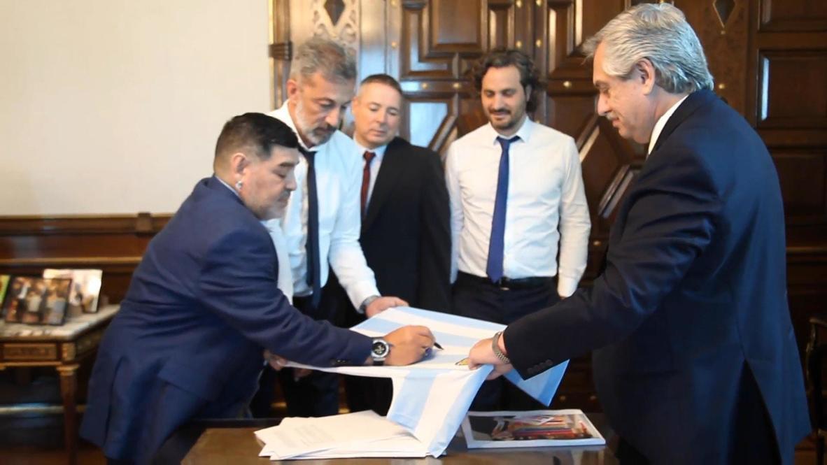 Argentinian football legend Maradona visits newly-elected President Fernandez