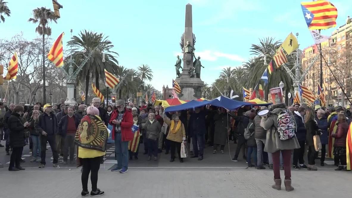 Spain: Supporters of Quim Torra break into Catalan Parliament area
