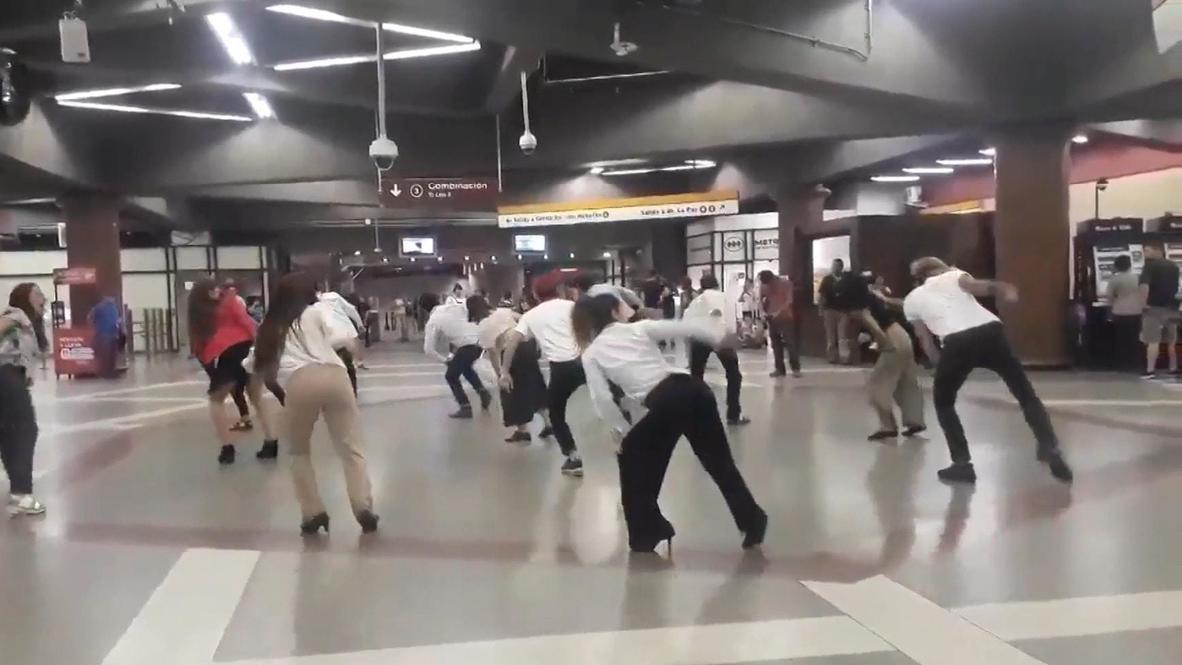 Chile: Anti-Pinera flashmob rocks to catchy tune in Santiago