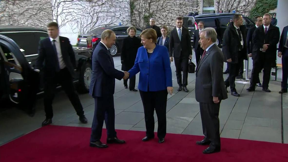 """Германия: """"Он с тобой говорит по-русски?"""" – Меркель удивилась обращению Гутерриша к Путину на русском языке"""