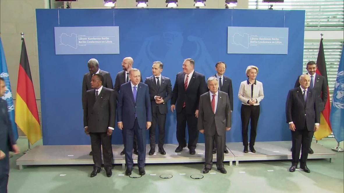 Германия: Участники конференции по Ливии позируют для общего фото