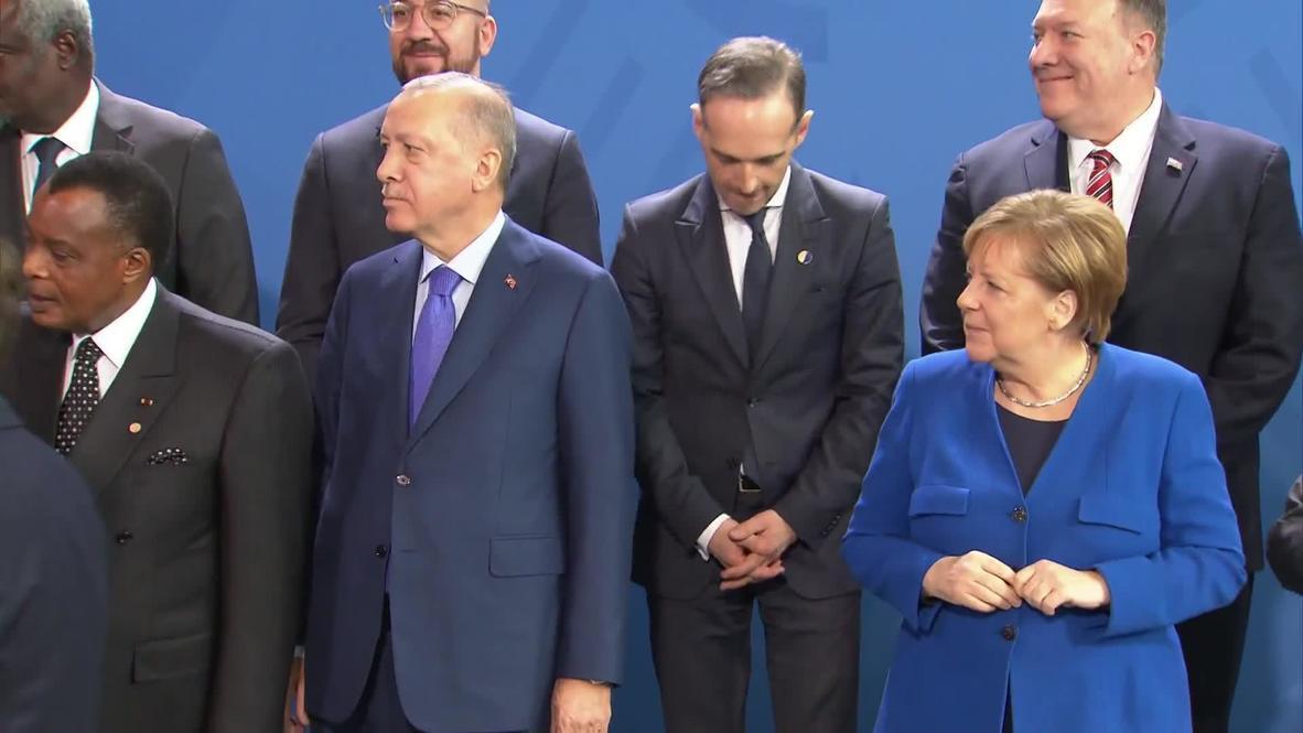 """""""أين بوتين؟"""" تأخير في التقاط الصورة الجماعية بحثا عن الرئيس الروسي"""