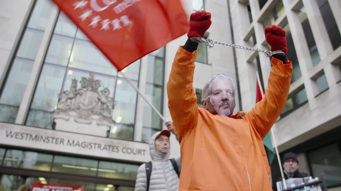 Reino Unido: Simpatizantes de Assange piden su liberación y se retrasa el caso de extradición