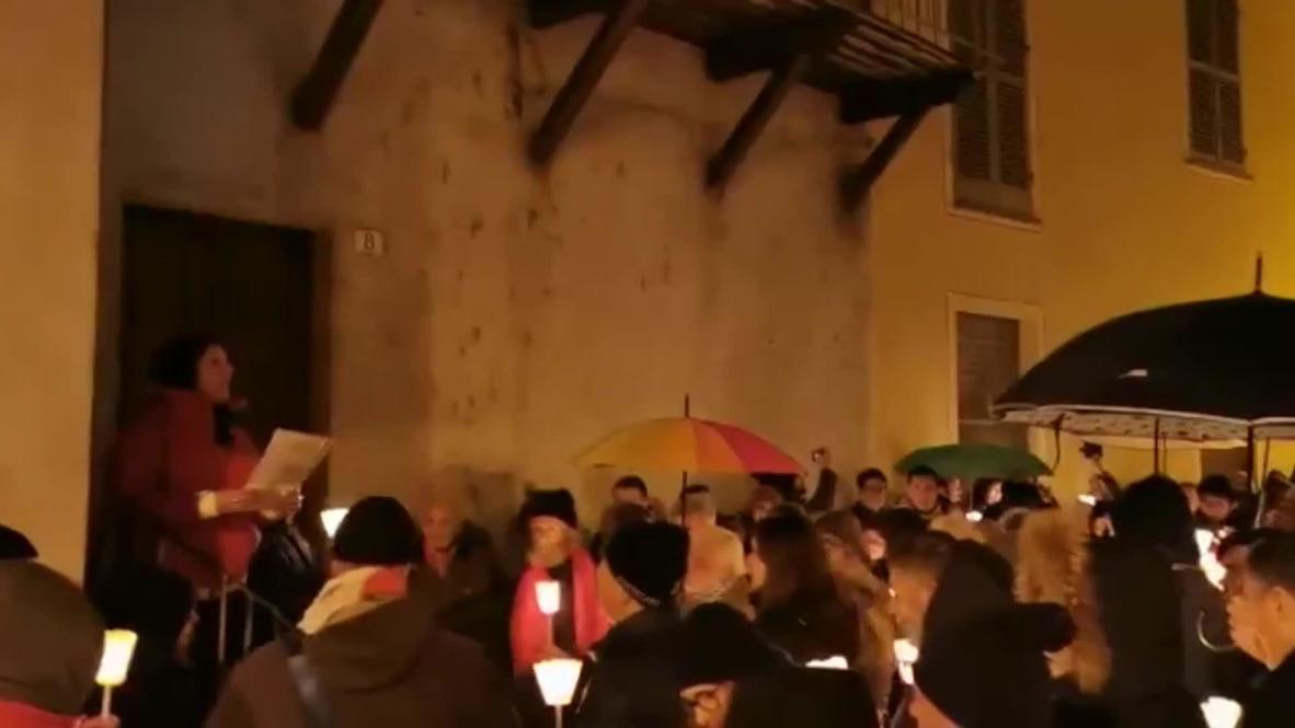 Italy: Residents sing 'Bella Ciao' to protest anti-Semitic graffiti in Mondovi
