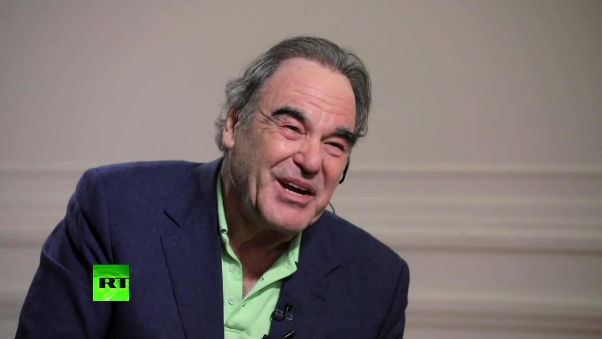 Director de cine Oliver Stone es entrevistado en 'Conversando con Correa' *CONTENIDO DE SOCIOS*