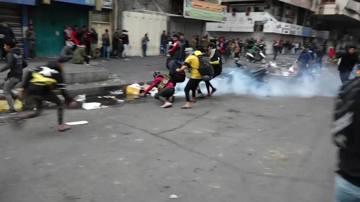 Irak: Policía dispara gas lacrimógeno a manifestantes antigubernamentales en Bagdad