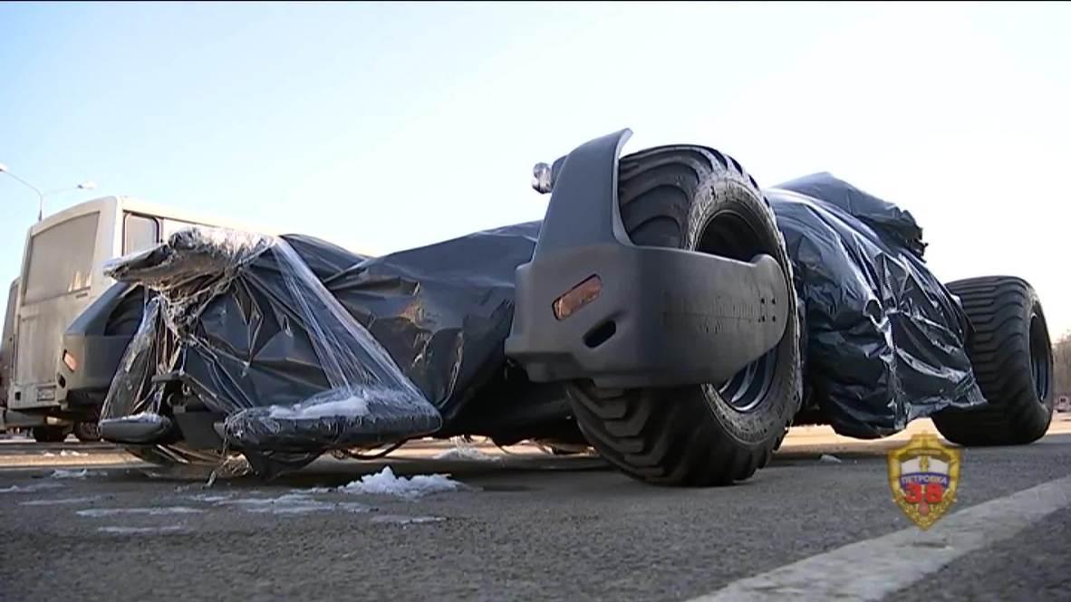 """Rusia: Un """"batmóvil"""" de fabricación casera es confiscado por la policía en las calles de Moscú"""