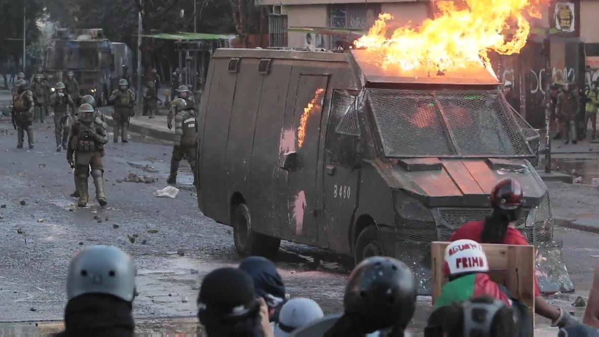 Chile: Disturbios entre manifestantes y la policía en protesta contra el presidente Piñera