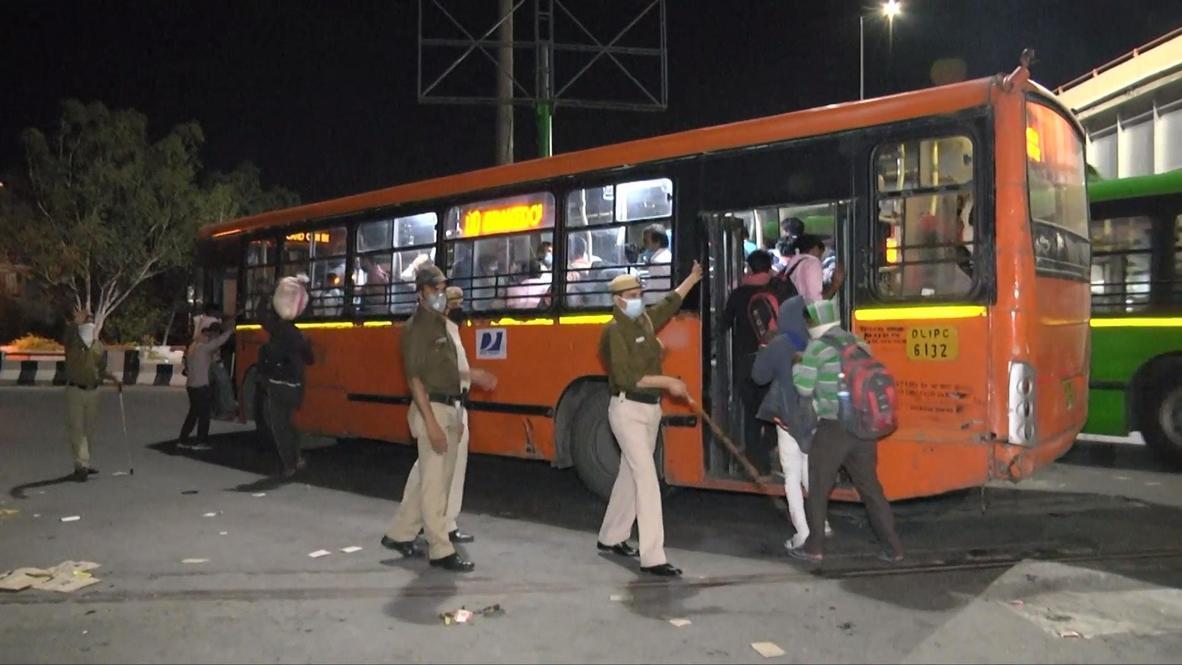 الهند: تدفق آلاف من عمال مهاجرين إلى محطة الحافلات في العاصمة نيودلهي رغم قرار الإغلاق