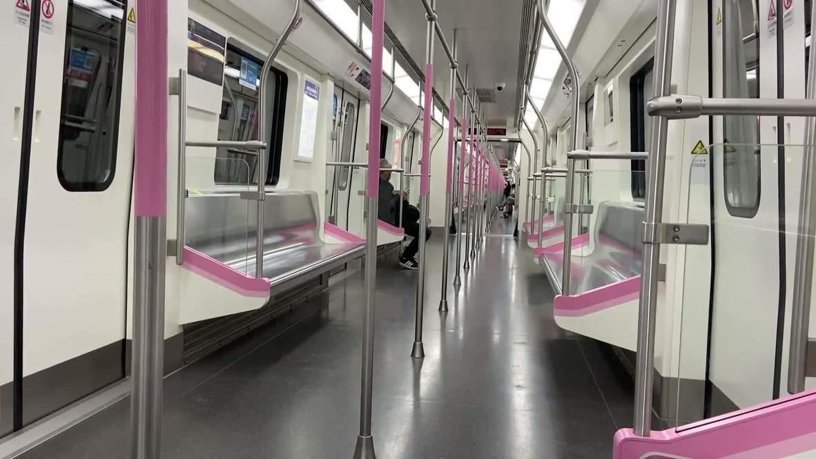 China: Estaciones de metro prácticamente vacías tras reanudarse el transporte público en Wuhan
