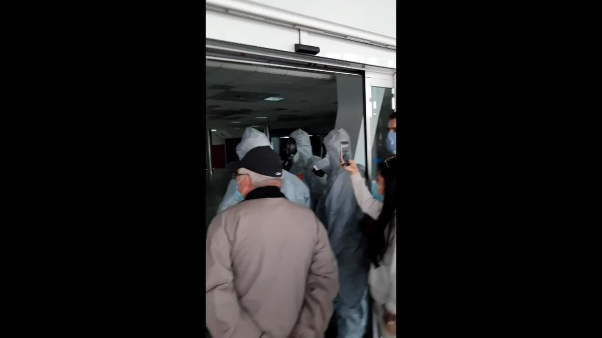 Украина: Вернувшиеся из Вьетнама украинцы штурмуют выход из аэропорта, предположительно, отказавшись от обсервации