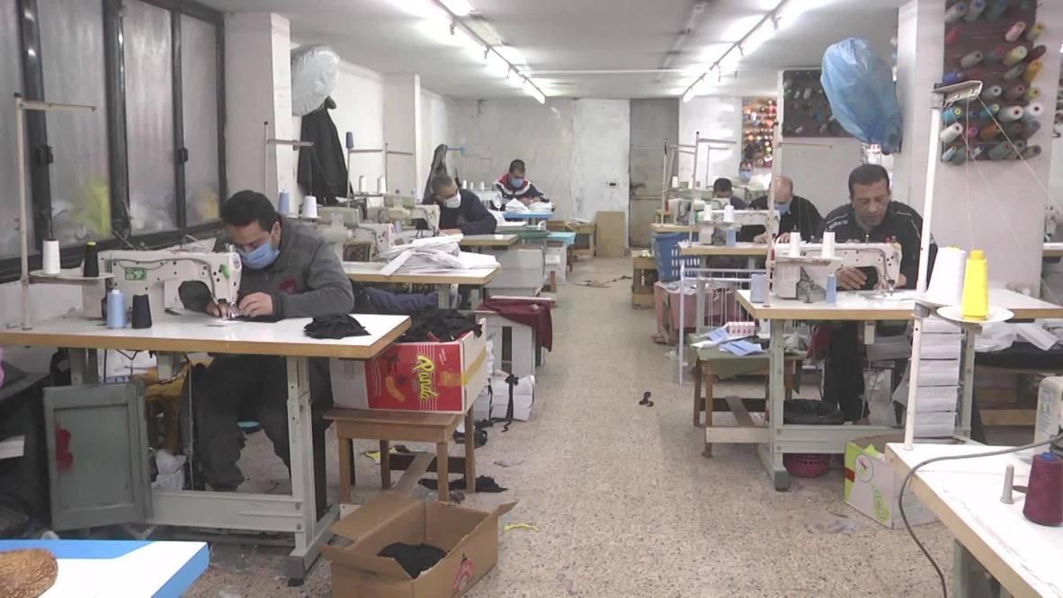 Palestina: Fábrica de Gaza cambia los textiles por las mascarillas para enfrentar el brote de COVID-19