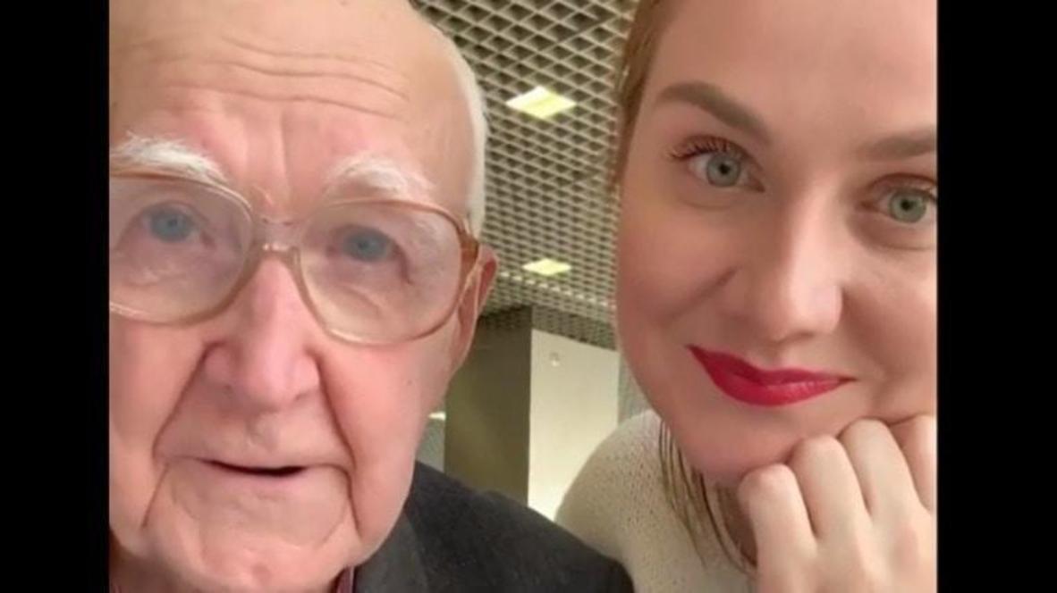 """""""Он может не работать до ста лет"""". 83-летнему таксисту в соцсетях собрали деньги на беззаботную старость"""