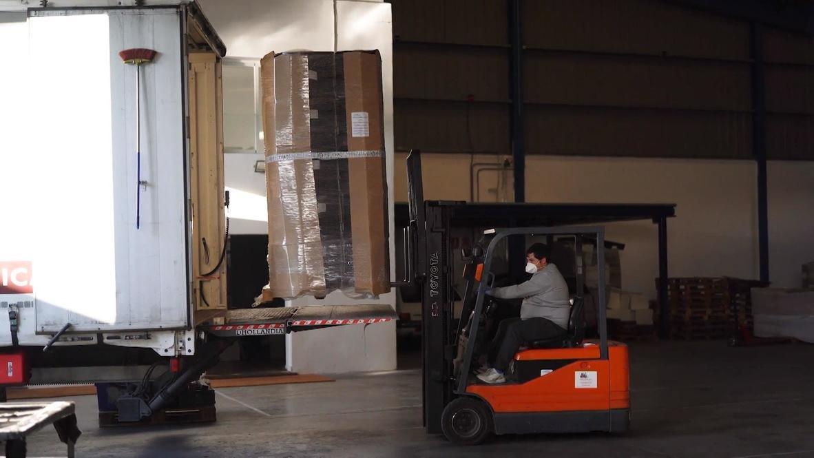 España: Fábrica de ataúdes desbordada por los fallecimientos causados por el coronavirus