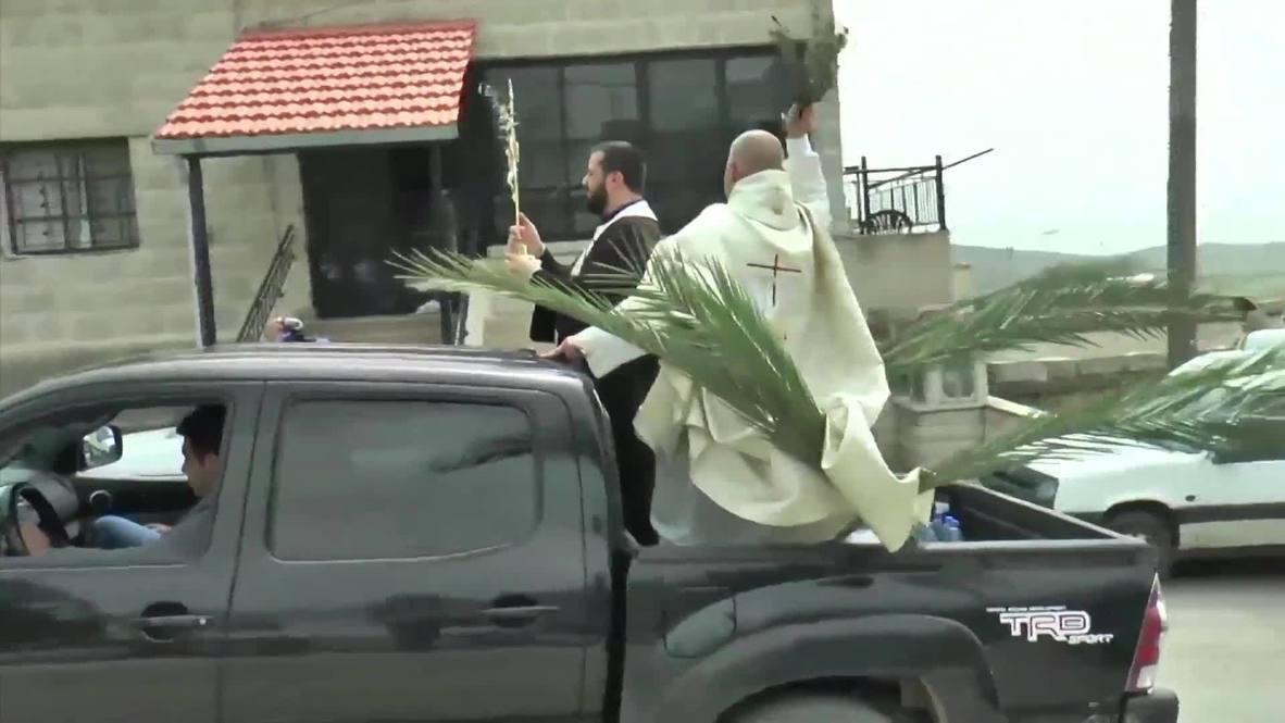 Líbano: Sacerdotes reparten bendiciones desde coches el Domingo de Ramos en medio del brote de COVID-19