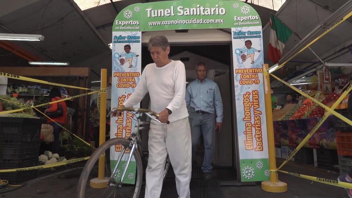 المكسيك: تركيب قمرة للتطهير الصحي في سوق غوادالاخارا لتطهير رواد السوق من فيروس كورونا