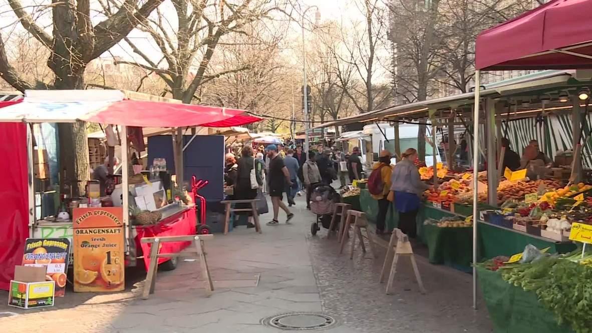 Germany: Customers flock to Berlin street market despite COVID-19 outbreak