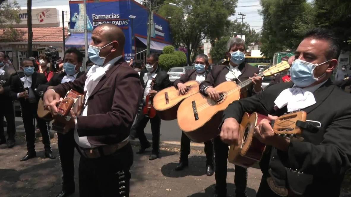 المكسيك: فنانون مكسيكيون يعزفون الموسيقا أمام مشفى يعالج مرضى فيروس كورونا