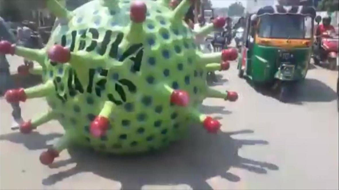 """И мотор ревет. """"Коронавирус"""" на колесах напоминает жителям Индии о необходимости соблюдения карантина"""
